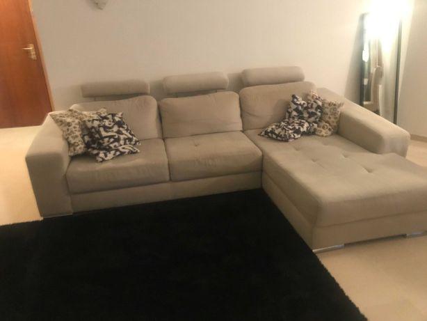 Sofá cinzento com chaise longue