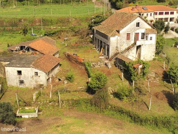 Quinta com casa Senhorial, Espigueiro,cascata,Ribeiro,Eira,Lago