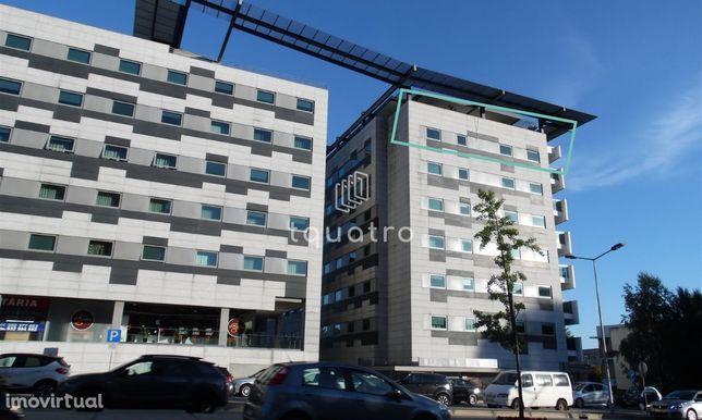 Apartamento T3 de luxo na cobertura de edifício de referência em V. N.