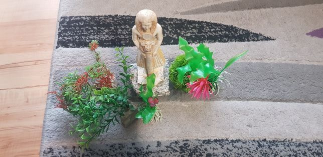 Sprzedam rośliny sztuczne i figurkę ceramiczną do akwarium