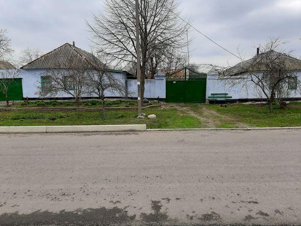 Продается два дома в одном дворе.
