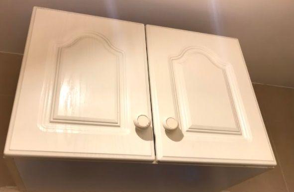 2 szafki łazienkowe białe