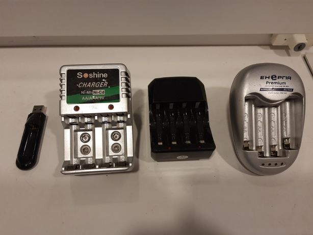 4 Зарядных устройства для Ni-MH (AA, AAA) аккумуляторов.