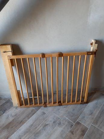 Furtka zabezpieczająca drewniana