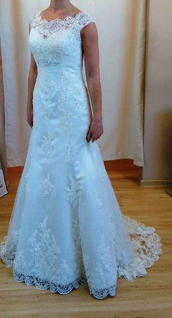 38 Suknia ślubna z trenem - koronkowa + welon gratis