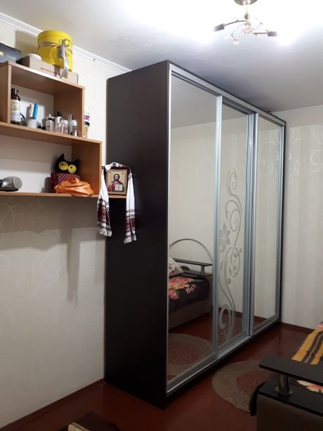 Продам 2 комнаты в общежитии семейного типа. Ц-рынок.