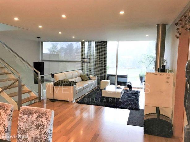Moradia T5+1 Luxo em Condomínio Fechado com piscina - Vil...