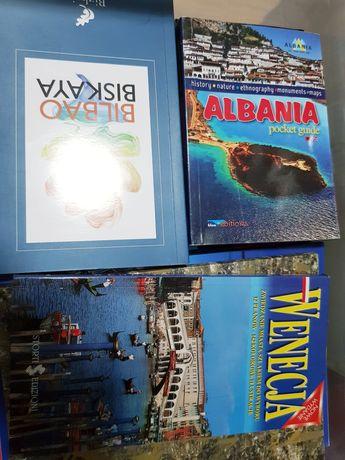 Przewodniki i broszury