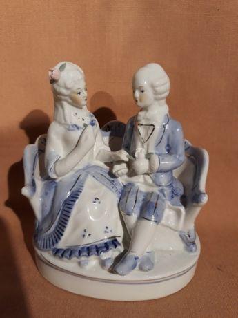 Figurka porcelanowa siedząca para