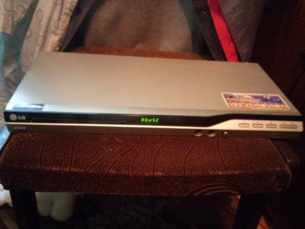 Продам DVD плеер LG DK 767 c с караоке
