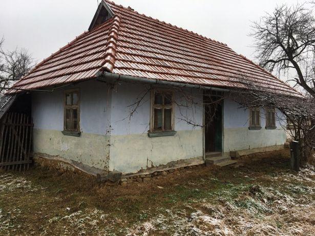 Продається старий будинок із земельною ділянкою