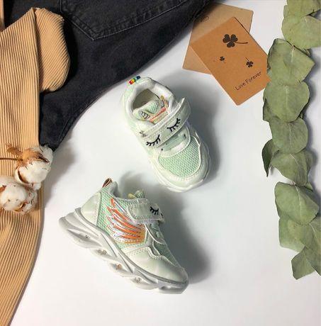 Детские кроссовки светящиеся