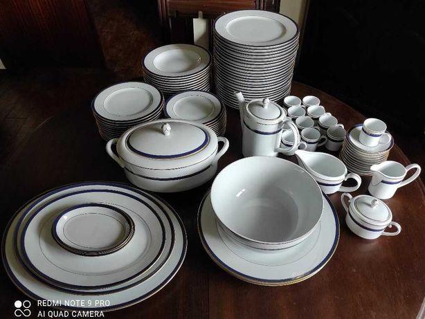 Serviço de jantar (70 peças) e de café (27 peças) da Vista Alegre