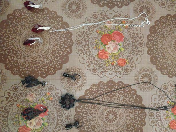 Бижутерия - кольца, цепочки, серьги, кулоны.