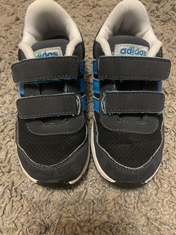 Кроссовки adidas. 24 размер(15 см стелька). Оригинал