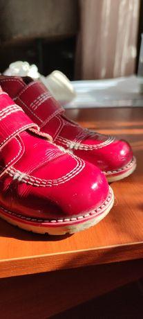 Весняне шкіряне взуття
