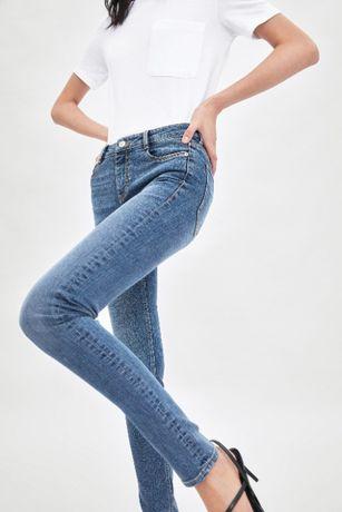 Отличные джинсы ZARA новые