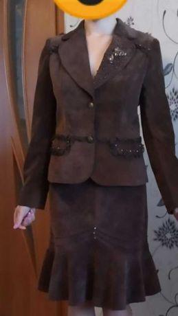 Жіночий вельветовий костюм