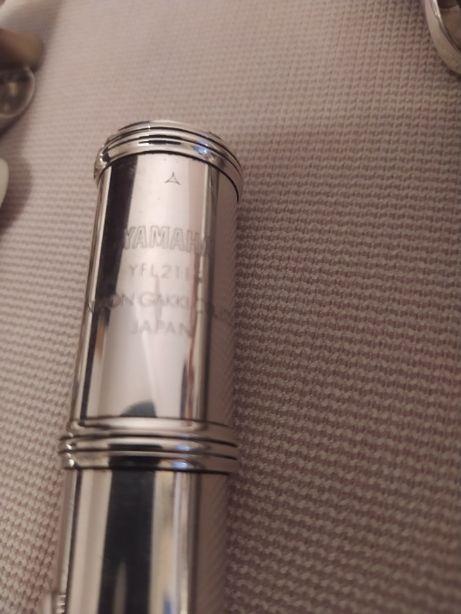Продам флейту Yamaha YFL 211