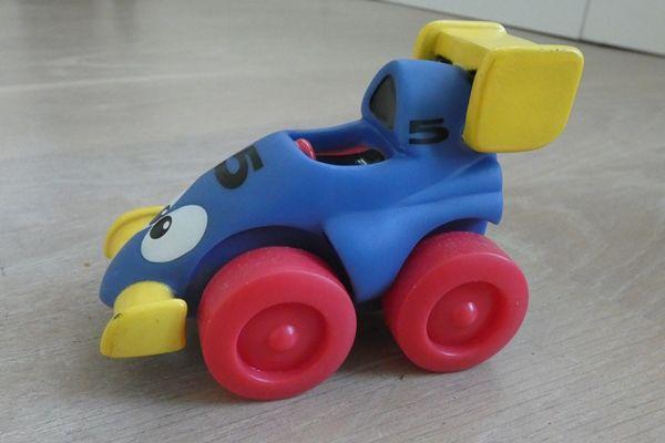 Samochodzik dla najmłodszych - wyścigówka bolid