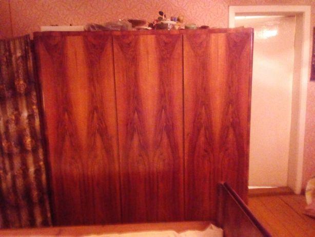 Stara szafa trzydrzwiowa (PRL, retro, antyk, staroć)