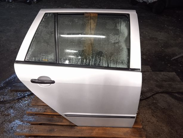 Drzwi Prawe Tylne Prawy Tył Kompletne COROLLA E12 Kombi Sedan 199