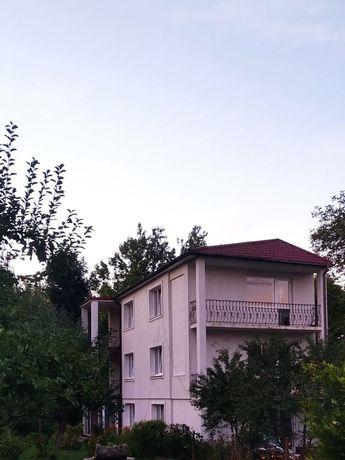Будинок в самому центрі трьох поверховий цегляний 200 м.кв