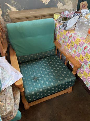 Cadeirao em madeira