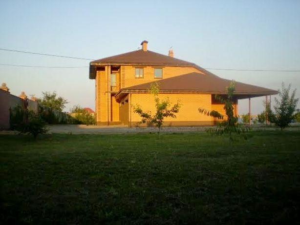 Продам 2х этажный дом в 1 км от г. Мелитополя на участке 1га с теплице