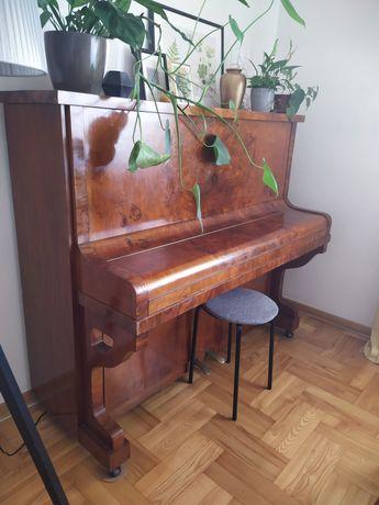Piękne klasyczne pianino