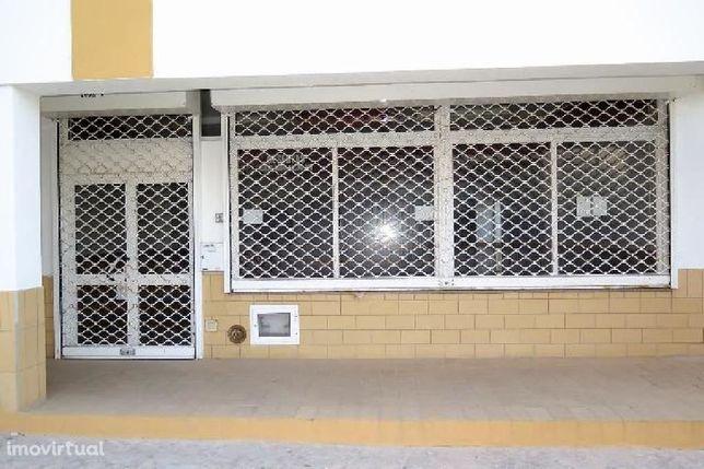 Loja comercial de 141 m², localizada na Praia da Rocha (Portimão).
