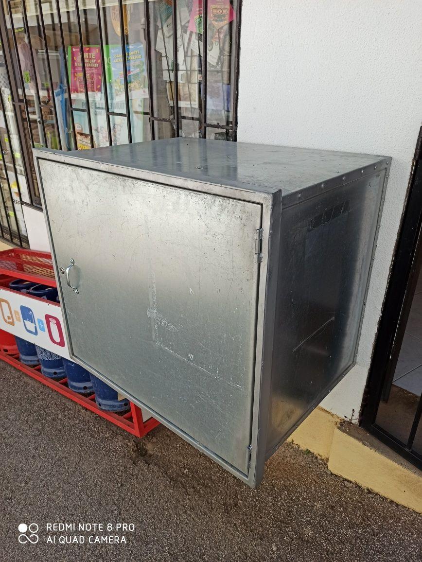 Caixa com fechadura 80x70x60cm