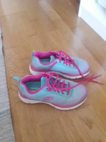 Ténis Skechers azul e rosa