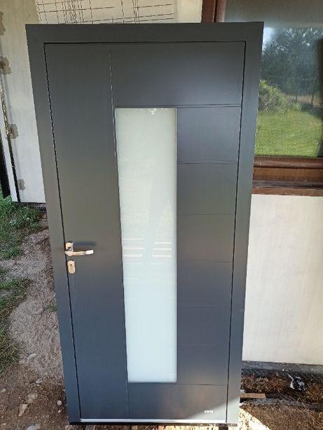 Drzwi aluminiowe nakładkowe powystawowe