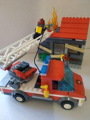 Продам набор Лего 60003