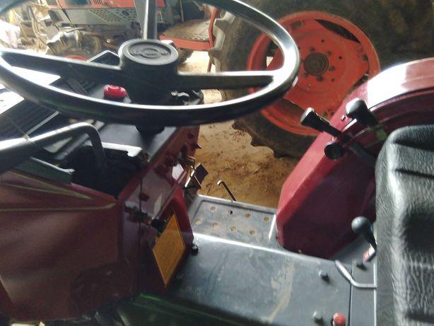 Tractor sibaura com matrícula