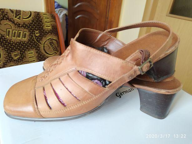 Жіноче взуття (обувь женская)