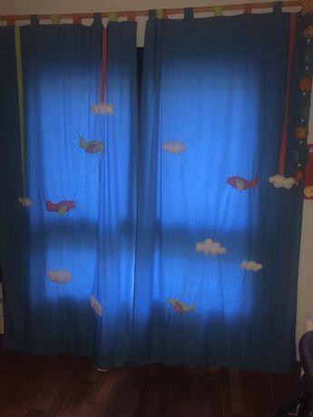 Baixa de preço - Cortinado criança com nuvens e aviões