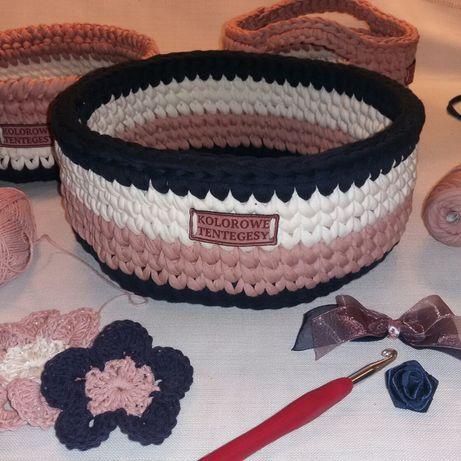 Koszyczek robiony na szydełku z przędzy bawełnianej Spagetti.