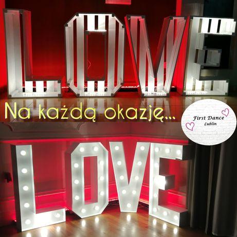 Podświetlany ledowy napis LOVE: biały oraz drewniany