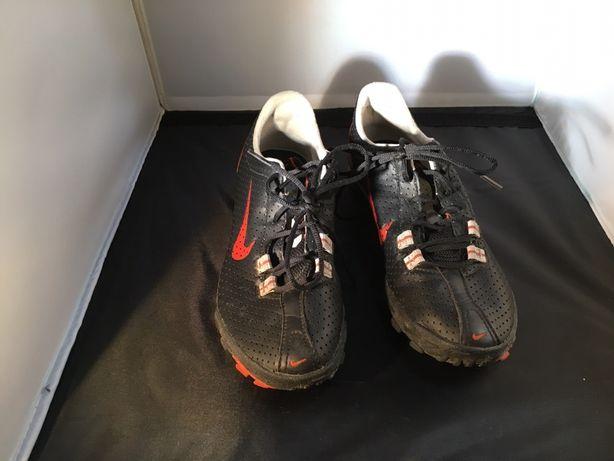 Sapatilhas Nike pretas e laranja T38