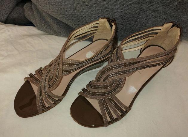 Sandały skórzane lakierowane