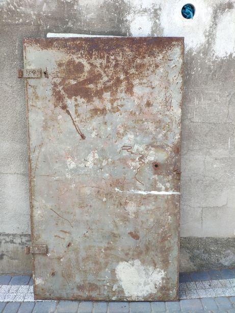 Duże drzwi stalowe grube
