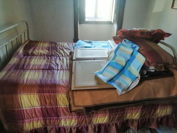 Vendo cama em ferro sem colchão