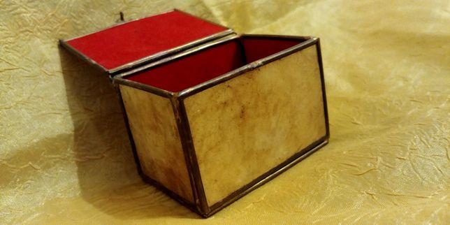 Piękna ręcznie robiona szkatułka z masy perłowej.