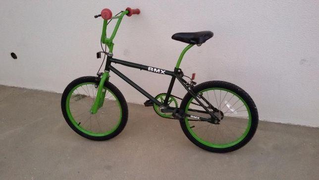Bmx bicicleta com pneus novos