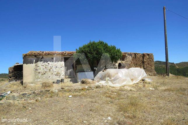 Ruina com 10 ha de terreno em Azinhal, São Marcos de serra