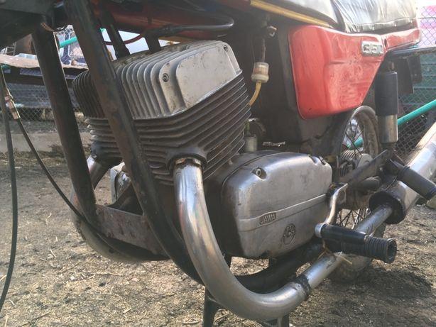 Ява разборка/двигатель/цилиндры/поршни/картер/крышки
