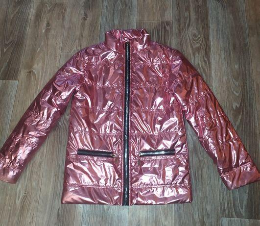 Серебристая куртка на девочку весенняя на рост 152-158