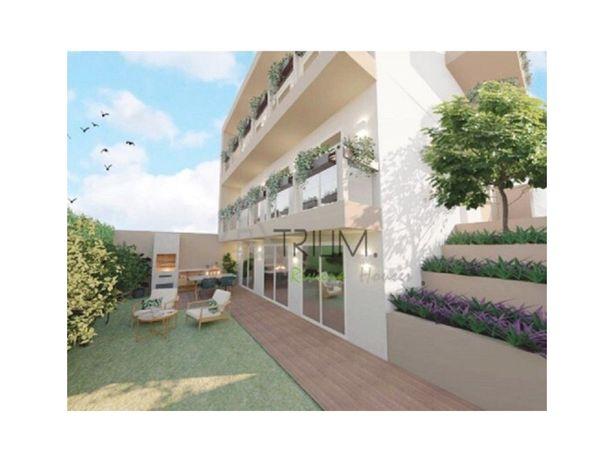 Apartamento T2 em Moradia Bi-Familiar, Caparide, São Domi...